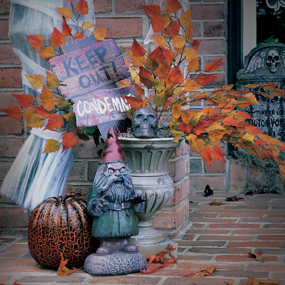 10-halloween-decorating-ideas---leaves